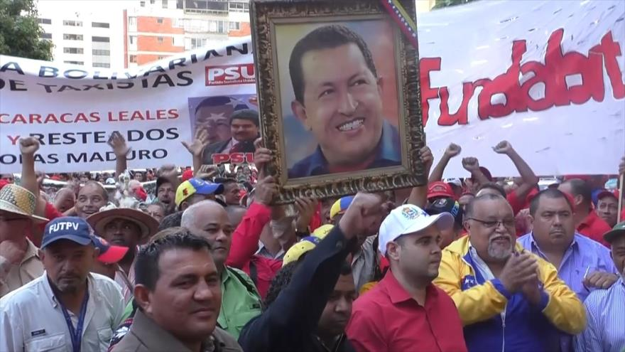 Chavistas marchan contra empresarios por aumento de precios