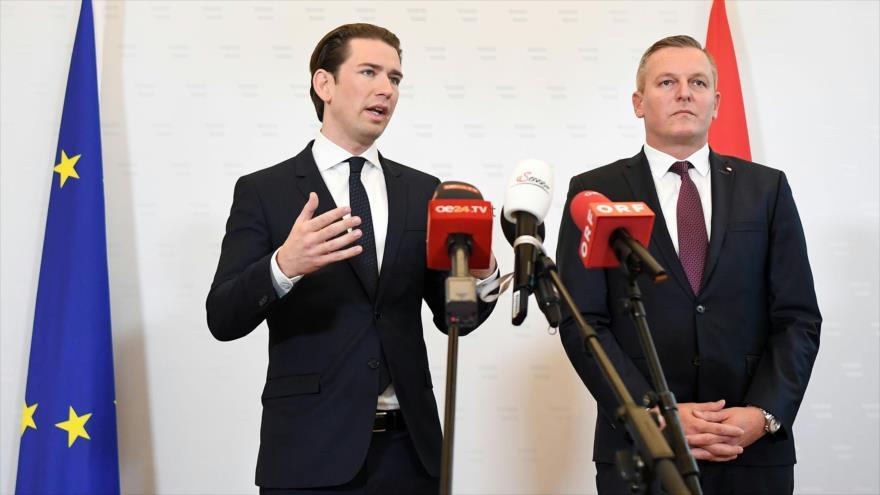 El canciller de Austria, Sebastian Kurz, (izq.) y el ministro de Defensa, Mario Kunasek, Viena, 9 de noviembre de 2018. (Foto: AFP)