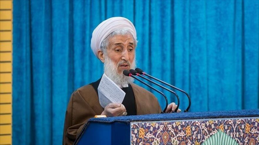 El hoyatolislam Kazem Sediqi ofrece su sermón del rezo colectivo del viernes en Teherán, capital de Irán, 9 de noviembre de 2018. (Foto: Tasnim)