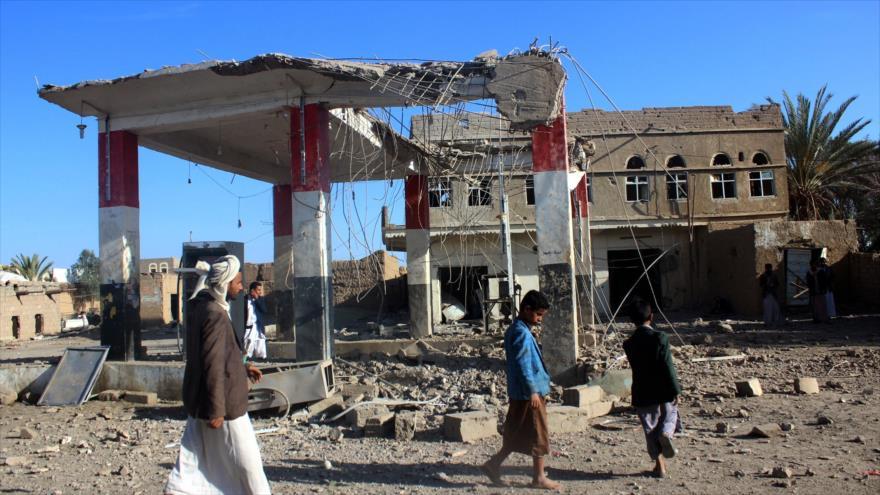 Una gasolinera completamente destruida en un ataque aéreo saudí a Saada, noroeste de Yemen, 7 de mayo de 2018. (Foto: AFP)
