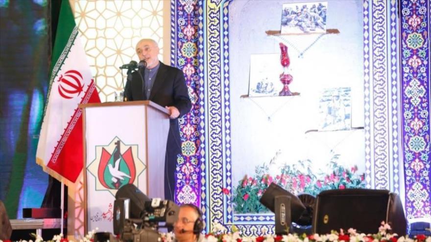 El jefe de la Organización de Energía Atómica de Irán (OEAI), Ali Akbar Salehi, ofrece un discurso en la ciudad iraní de Qazvin, 11 de noviembre de 2018.