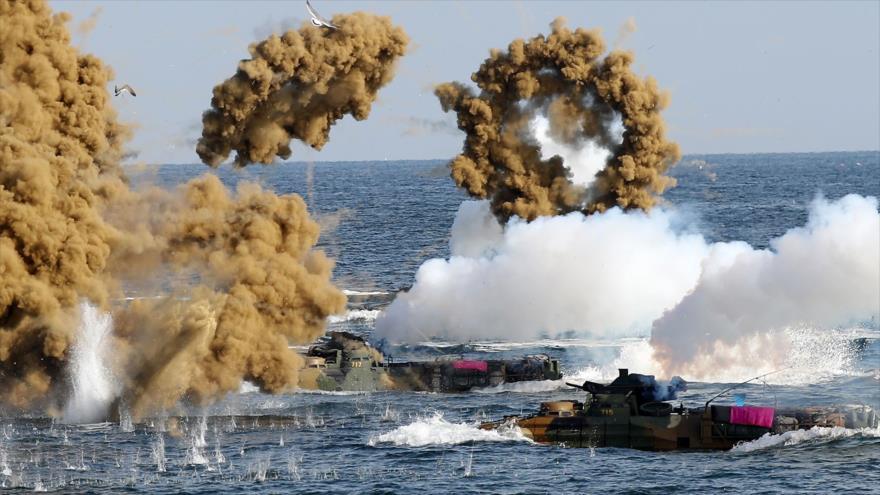 Las Armadas de EE.UU. y Corea del Sur realizan maniobras en las aguas de la ciudad de Pohang, 5 de noviembre de 2018. (Foto: AFP)