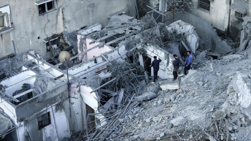 Inspeccionan los daños causados por ataques israelíes a un barrio residencial de la ciudad de Gaza, 13 de noviembre de 2018. (Foto: AFP)