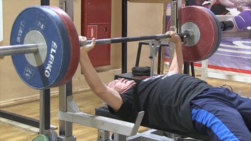 Serguéi Nikíforov, el veterano campeón mundial en levantamiento de pesas.