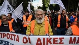 Griegos hacen huelga contra política económica y desempleo