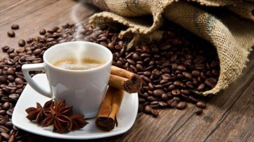 Científicos descubren que consumir café disminuye el riesgo de diabetes tipo 2.
