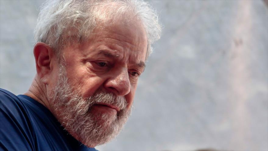 El expresidente de Brasil Luiz Inácio Lula da Silva, durante una misa católica en São Paulo, 7 de abril de 2018. (Foto: AFP)
