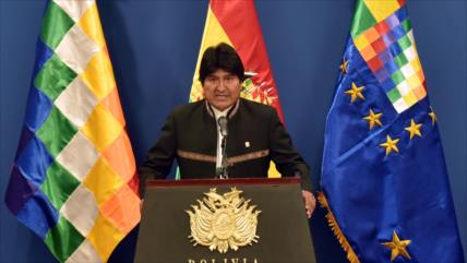 Morales saluda a opositores participantes en las elecciones
