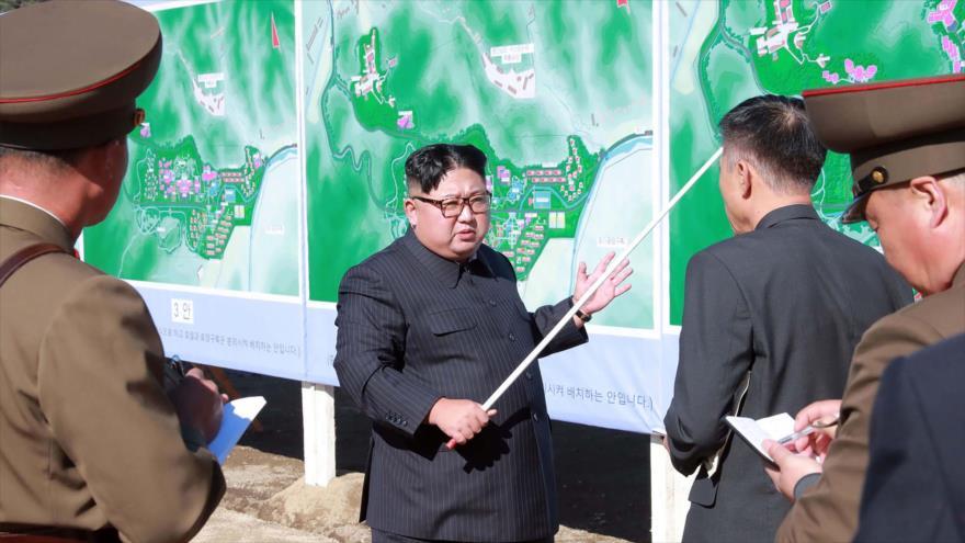 El líder norcoreano, Kim Jong-un, inspecciona un sitio de construcción en el condado de Yangdok, 1 de noviembre de 2018. (Foto: AFP).