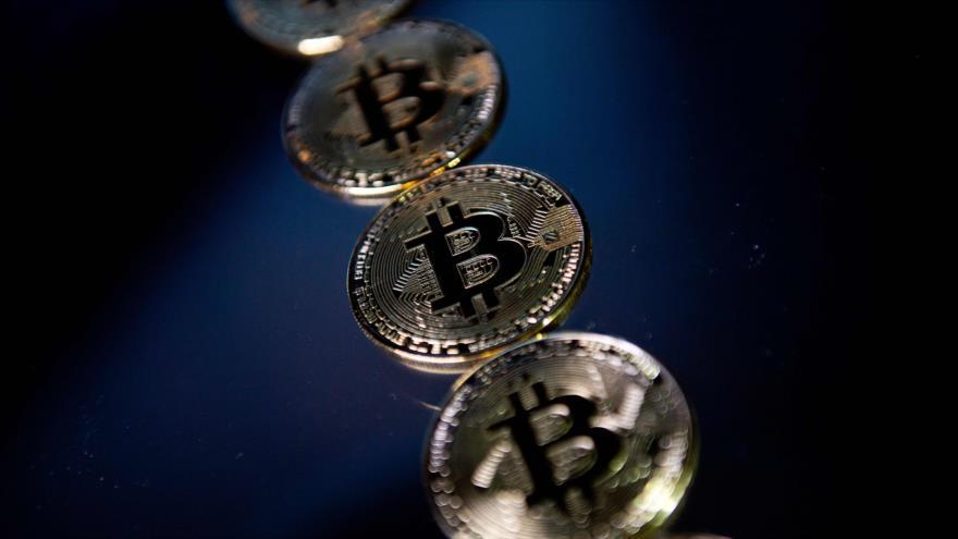 Representaciones de la criptomoneda Bitcoin en Londres, Reino Unido, 20 de noviembre de 2017 (Foto: AFP).