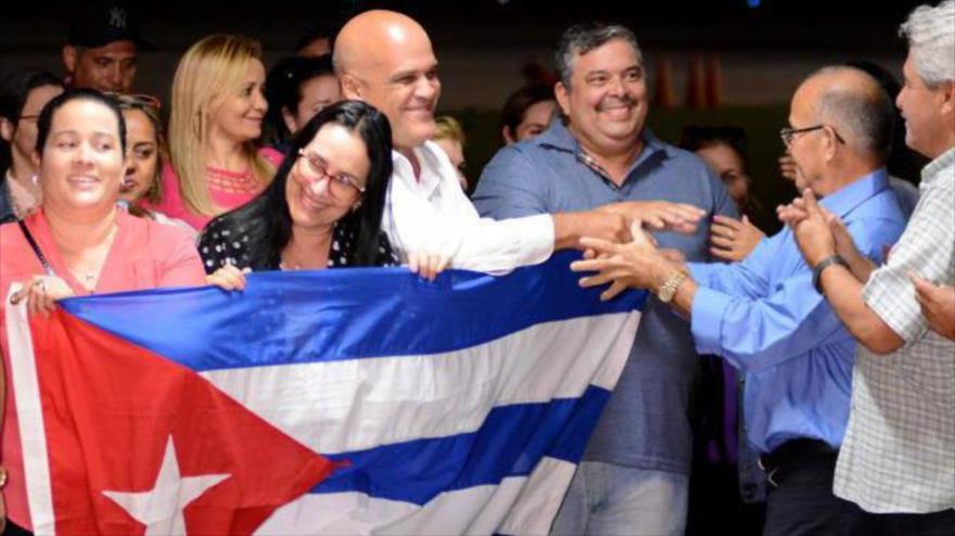 EEUU, complacido por anuncio de Bolsonaro sobre médicos cubanos