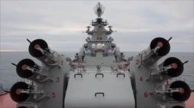 Crucero nuclear ruso Pyotr Velikiy realiza una maniobra marítima