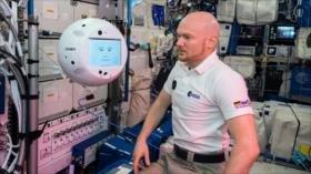 Primer robot espacial cumple su primer día de trabajo