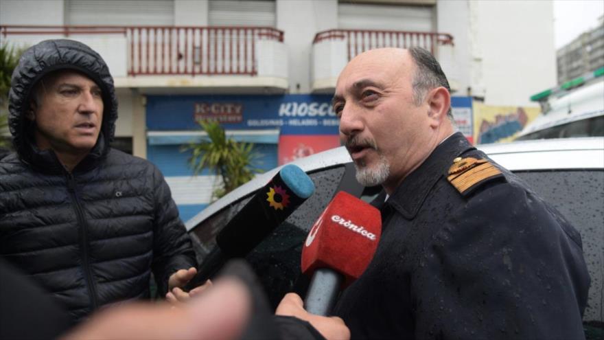 El jefe de la base naval de Mar del Plata, Gabriel Attis, habla con la prensa en la provincia de Buenos Aires, 17 de noviembre de 2018. (Foto: AFP)