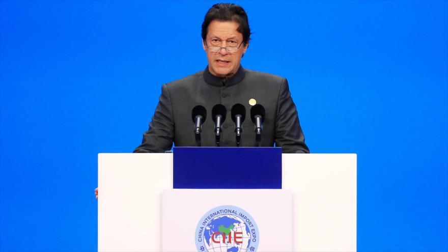 El primer ministro de Paquistán, Imran Jan, da un discurso en China, 5 de noviembre de 2018. (Foto: AFP)