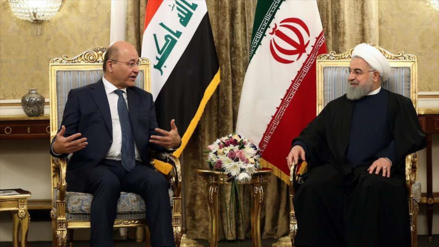 El presidente de Irán, Hasan Rohani (dcha.), se reúne con su par iraquí, Barham Salih, en Teherán, 17 de noviembre de 2018. (Foto: IRNA)