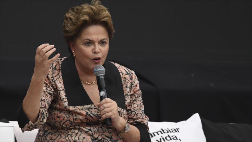 """Rousseff: """"Neofascista"""" Bolsonaro amenaza la democracia en Brasil"""
