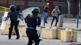 Policía reprime protesta de estudiantes en Honduras