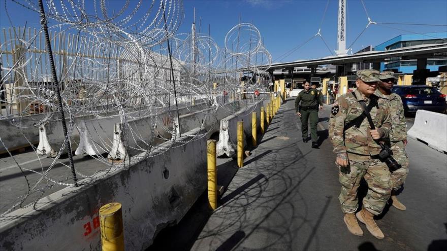 'Trump otorgaría autoridad a tropas para proteger a personal fronterizo'