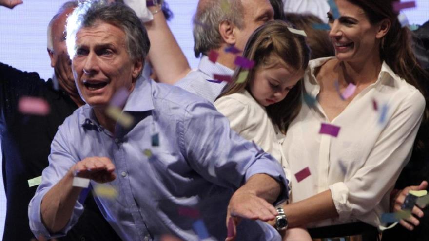 Mauricio Macri celebra su elección como presidente argentino bailando con sus partidarios, 24 de noviembre de 2015. (Foto: Reuters)