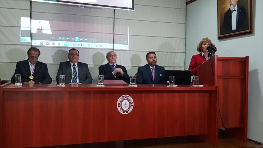 Robinson Robles Villaverde (segundo de la derecha), corresponsal de HispanTV en Quito, la capital de Ecuador.
