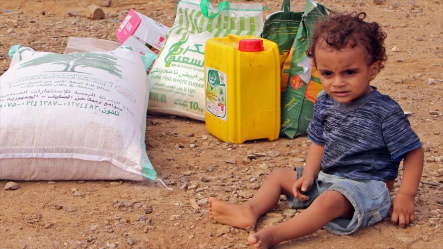 Un niño yemení en la ciudad porturaia de Al-Hudayda, oeste de Yemen, 20 de octubre de 2018. (Foto: AFP)