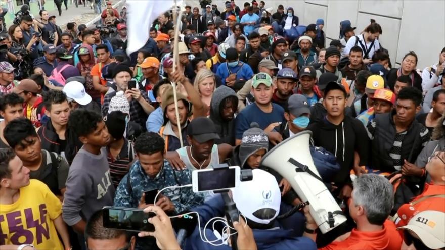 Centroamericanos se desplazan a garita de El Chaparral en Tijuana