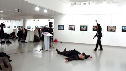 Turquía imputa a Gülen por asesinato de embajador ruso en 2016