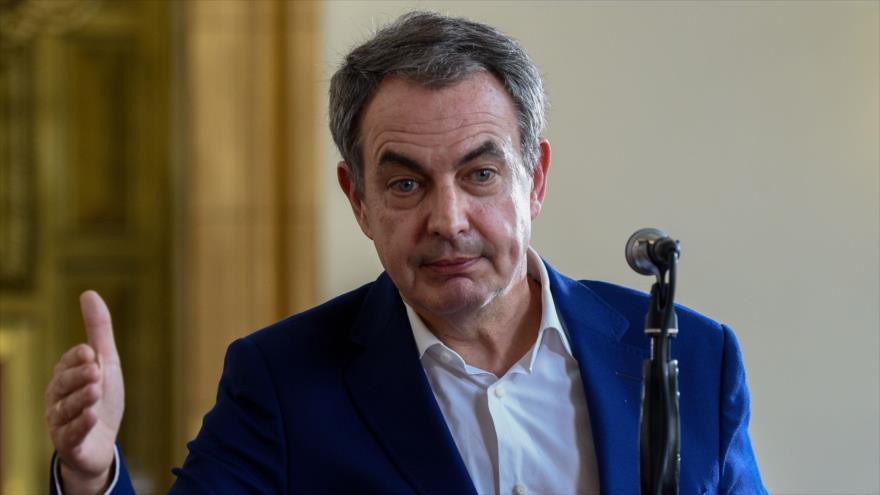 El expresidente del Gobierno español José Luis Rodríguez Zapatero habla con la prensa en Venezuela, 18 de mayo de 2018. (Foro: AFP)