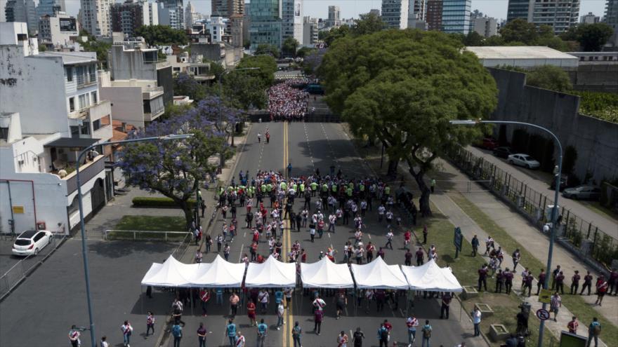 Vista aérea de los partidarios de River Plate que llegaron al estadio Monumental de Buenos Aires, 25 de noviembre de 2018. (Foto: AFP)