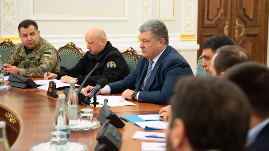 El presidente ucraniano, Petro Poroshenko, en una reunión del Consejo de Seguridad Nacional y Defensa en Kiev, 25 de noviembre de 2018. (Foto: AFP)