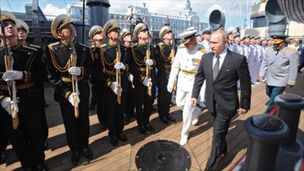 Putin: Kiev es el único responsable de crear tensión en Kerch