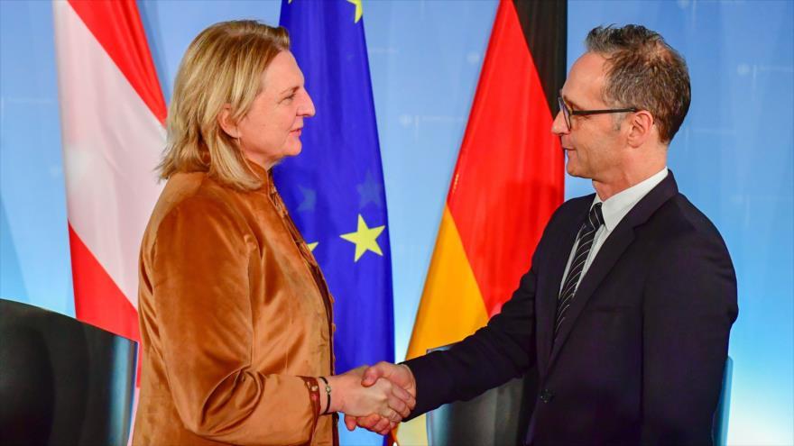 La ministra austriaca de Exteriores, Karin Kneissl, y su homólogo alemán, Heiko Mass, en Berlín (capital alemana), 27 de noviembre de 2018. (Foto: AFP)
