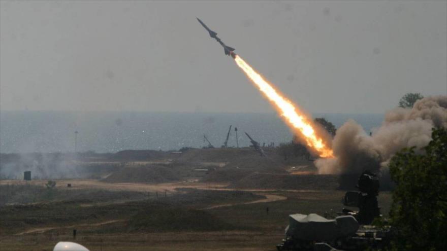Misiles yemeníes golpean objetivos saudíes en Asir y Jizan