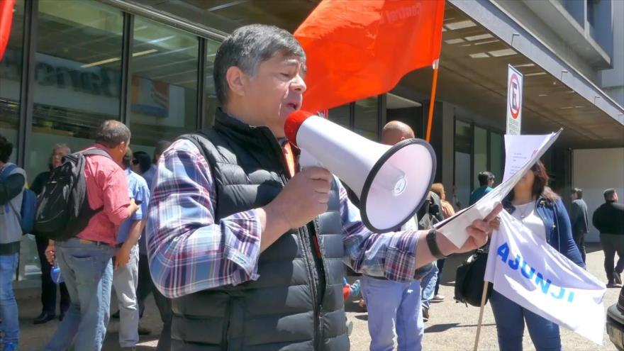 Chilenos rechazan crimen de mapuche y reajuste salarial