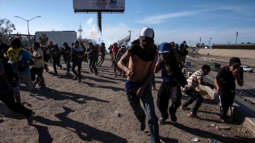 EEUU lanza gases lacrimógenos contra migrantes, incluidos niños