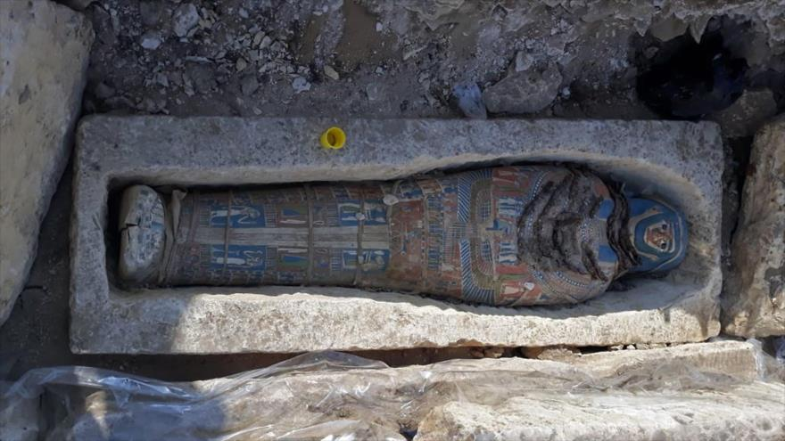 Una momia encontrada en una pirámide de Dahshur, al sur de El Cairo (Egipto), 28 de noviembre de 2018, (Foto: AFP).