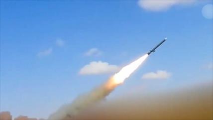 Yemen ataca con misiles base aérea saudí y destruye helicópteros