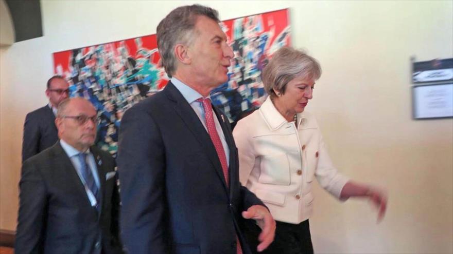 El presidente de Argentina, Mauricio Macri, y la premier británica,Theresa May, en su primera reunión bilateral en Canadá, en junio pasado.