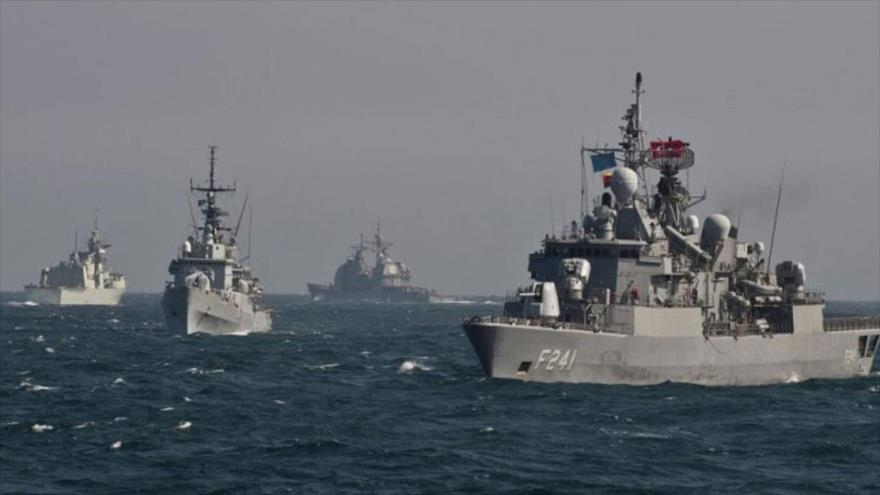 Buques de guerra de la OTAN patrullan en las aguas del mar Negro.