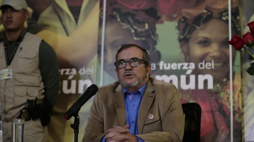 El presidente de FARC, Rodrigo Londoño, habla en una conferencia de prensa en Bogotá, capital colombiana, 28 de febrero de 2018. (Foto: AFP)
