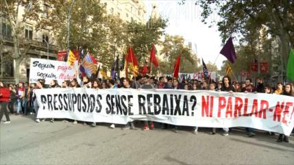 Estudiantes y médicos españoles exigen reversión de recortes