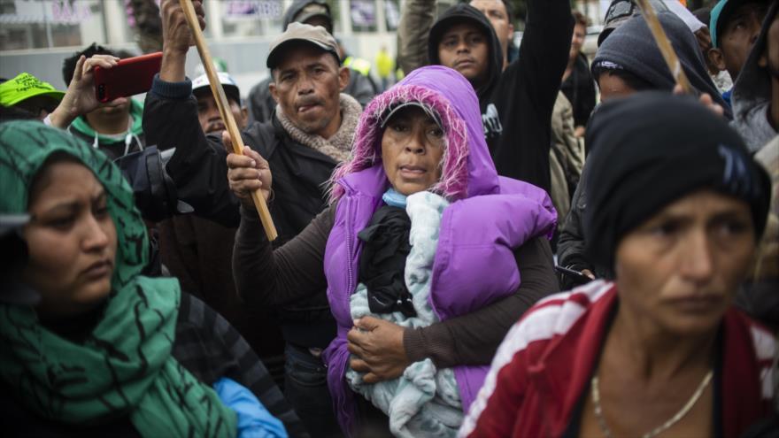 Mujeres de la caravana migrante inician huelga de hambre
