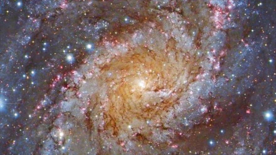 Científicos logran medir la luz estelar durante la historia del universo.