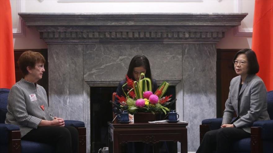 La presidenta de Taiwán, Tsai Ing-wen, reunida con una delegación del Comité Nacional sobre Política Exterior de EE.UU. en Taipéi, capital taiwanesa.