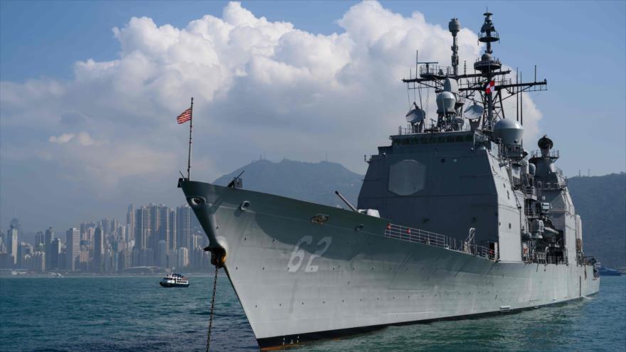 La nave militar estadounidense USS Chancellorsville se verá anclado durante una visita en Hong Kong, 21 de noviembre de 2018. (Foto: AFP)