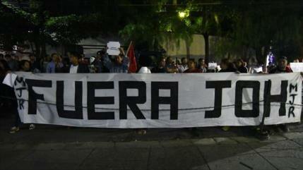 Hondureños vuelven a reclamar la renuncia de su presidente