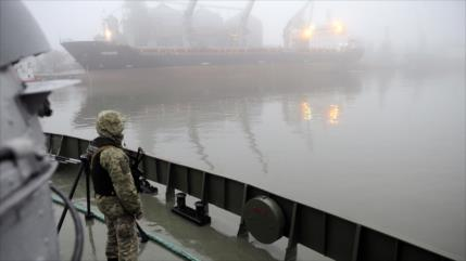 Ucrania estudia bloquear el ingreso de barcos rusos a sus puertos