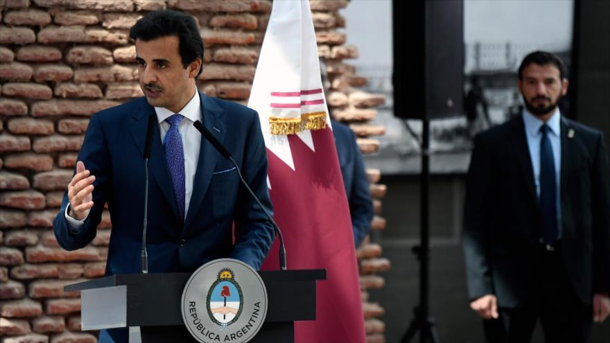 Tamim bin Hamad Al Thani, emir de Catar, habla en Buenos Aires, capital argentina, 5 de octubre de 2018. (Foto: AFP)