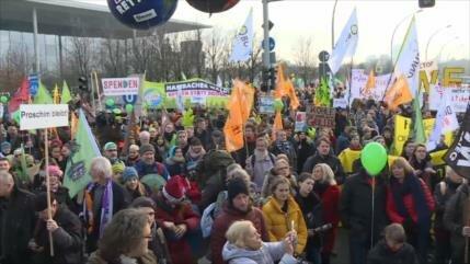 Activistas alemanes protestan contra la emisión de carbono